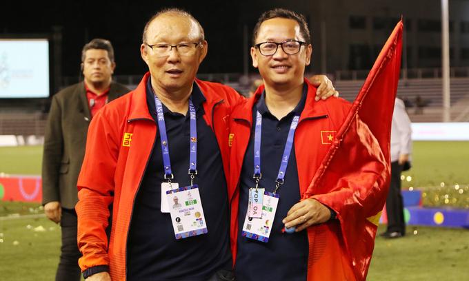 An interpreter puts his best foot forward for Vietnamese football