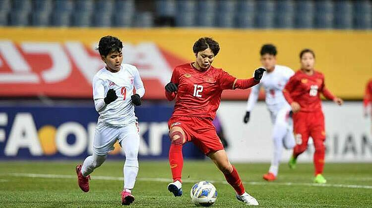 Pham Hai Yen (number 12) during the match between Vietnam and Myanmar on February 6, 2020. Photo courtesy of Asian Football Confederation.