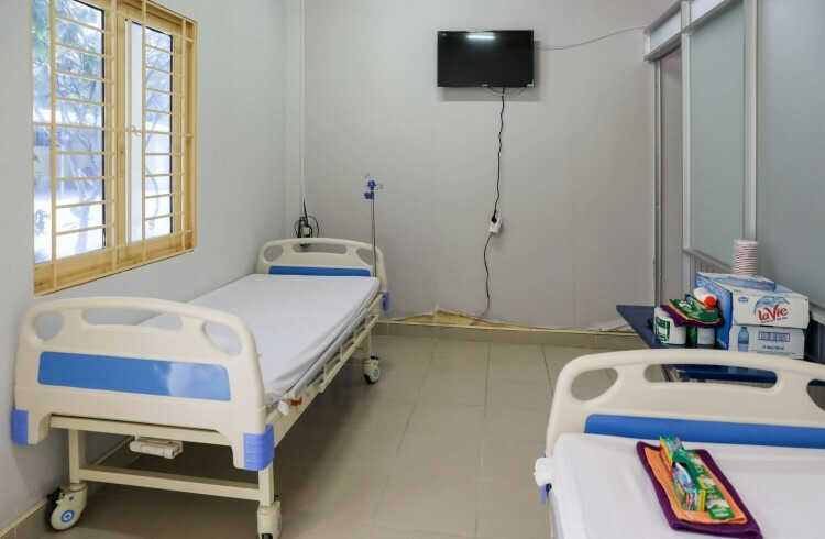 Each room spans 25 m2 and has 2-3 beds, with pillows, blankets, TVs...
