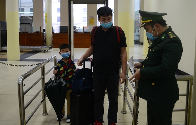 108 Chinese underwent exit procedures on February 6. No Chinese nationals entered Vietnam on the day since local authorities have encouraged Chinese not to enter the country due to the outbreak of the coronavirus, according to Bui The Trong, vice head of the border gate. The global death toll of the 2019-nCoV epidemic has reached 815 – one each in the Philippines and Hong Kong, and the remaining in mainland China.