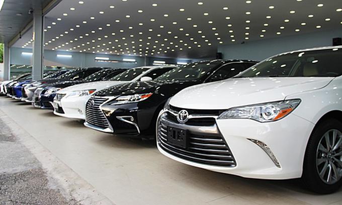 Auto sales plummets in January