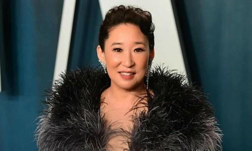 Cong Tri dress wows critics at Oscar party
