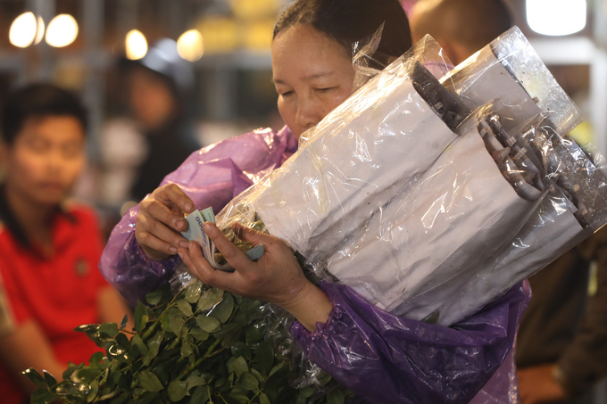 While wholesale traders are sad, some individual retailers and street vendors are happy to get their hands on cheap flowers.
