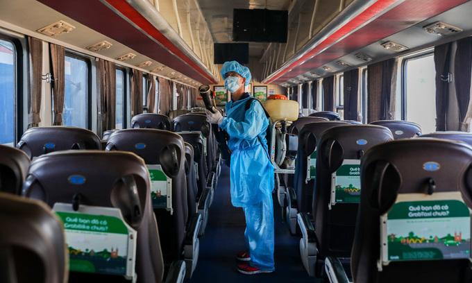 Vietnam will not close its economic doors amidst new coronavirus epidemic: PM