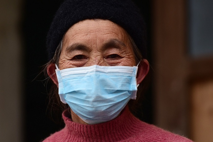 Giang Thi Vang first learns how to wear an air mask when she was admitted into quarantine.