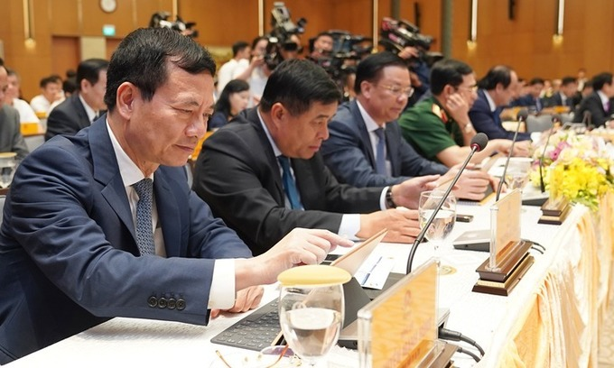 Join ministries, cut a deputy PM, Vietnam government hears