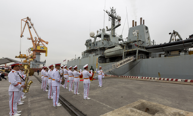 Royal Navy ship pays northern Vietnam dock a friendly visit