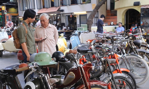 Antique motorbikes offer riveting conversation for Saigon coffee drinkers