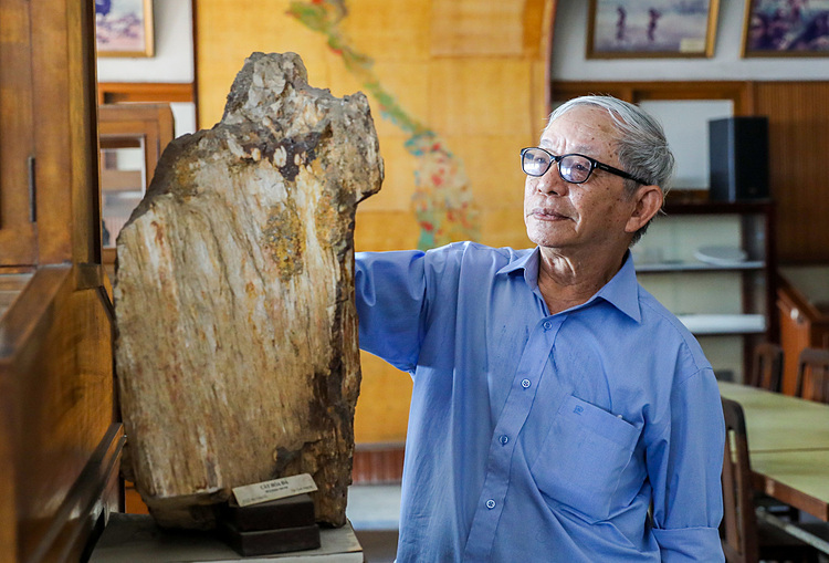 The specimens here are very rich, my favorite is the fossils and rock samples dated tens of millions of years ago. The museum exhibitions are easy to understand and they help me gain more knowledge about geology, said Hoa, a museum visitor.  The museum, located at 1A Nguyen Binh Khiem Street, District 1, is free of admission and open from 8 a.m. to 4 p.m. during weekdays.