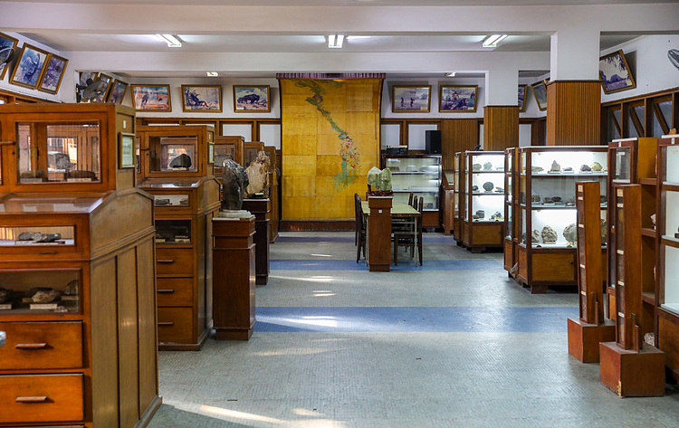 The three-floor building sits on a total area of about 300 square meter and currently stores 13,000 specimens but only displays only 3,000. Each floor has a different theme, including geology, minerals, paleontology and gems.