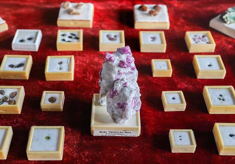 Gemstones like quartz, marble, ruby, sapphire, topaz in many shapes and sizes show the richness of Vietnams geology.
