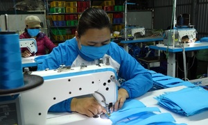Hanoian spends $8,600 on making face masks to aid coronavirus fight