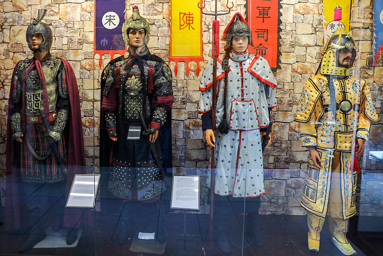 The war uniform section of the medival period covers Chinese dynasties like the Tan, Tong and Thanh.
