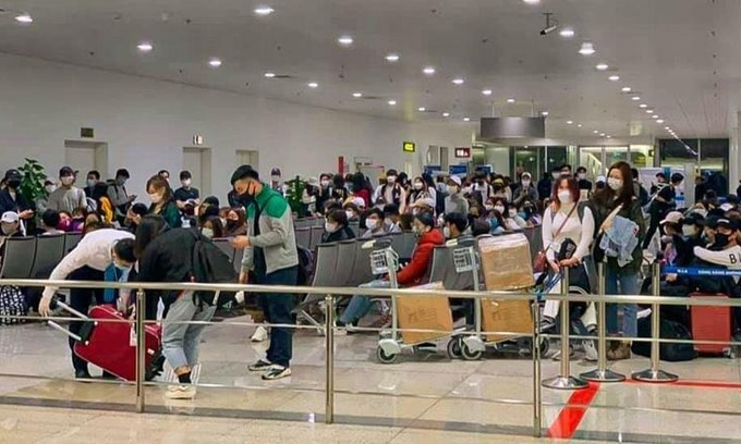 Hanoi, HCMC airports stop receiving South Korea arrivals as Covid-19 infections surge