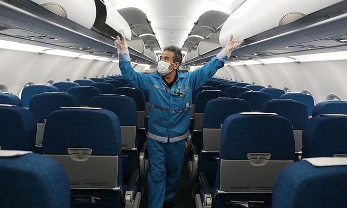 Vietnam tracks down all six co-passengers of Japanese coronavirus patient