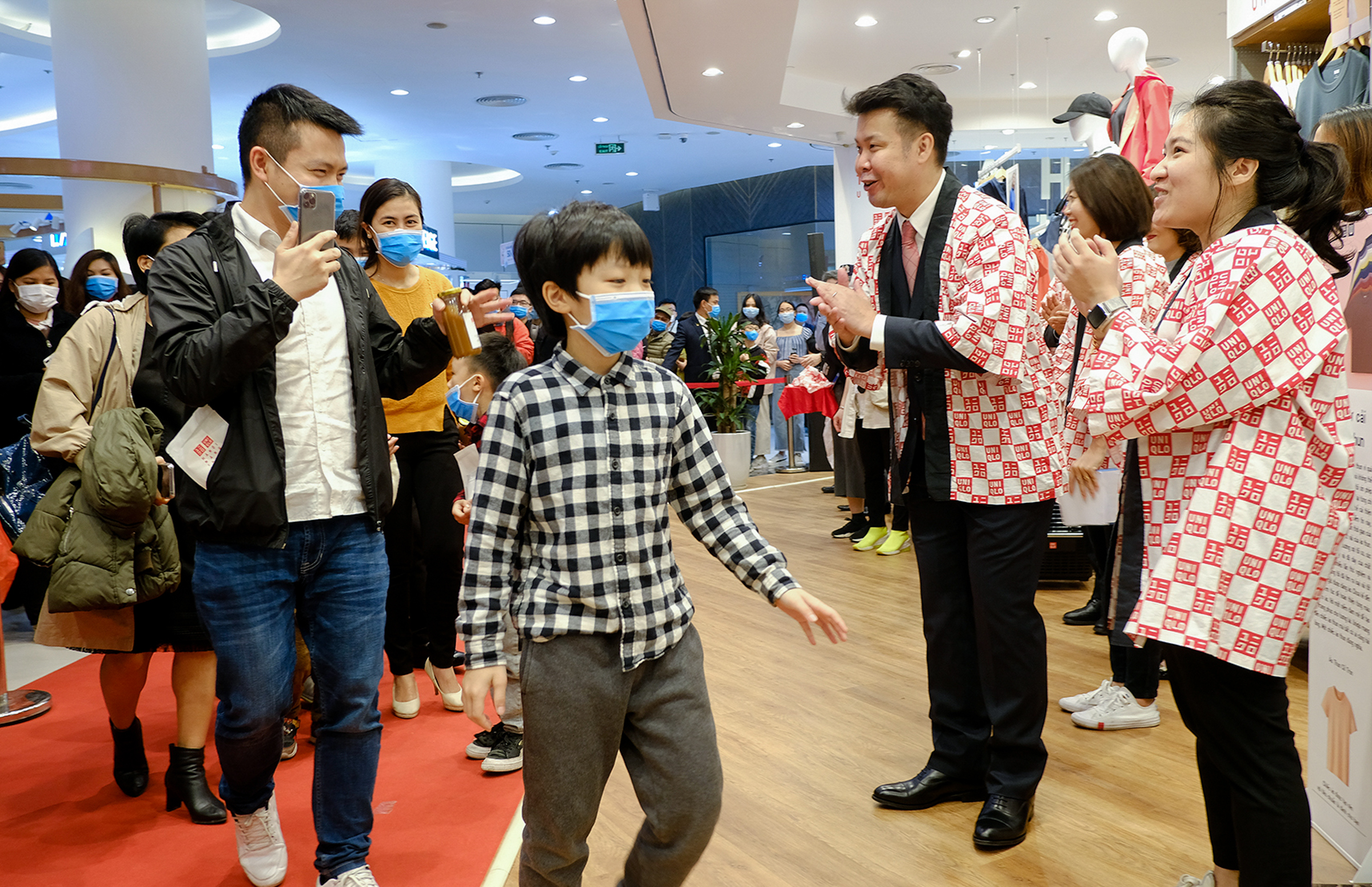 Shopaholics disregard virus outbreak as new Uniqlo store hits Hanoi