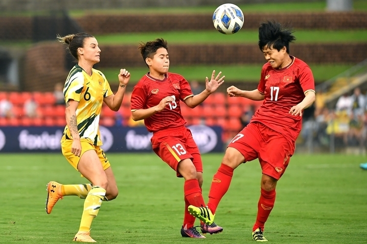 Vietnam womens football team (in red) couldnt get a good result against Australia in the first leg of their Olympic playoff in Newcastle, March 6, 2020. Photo courtesy of Asian Football Confederation.