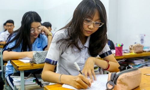Saigon senior students get another week off as Covid-19 cases surge