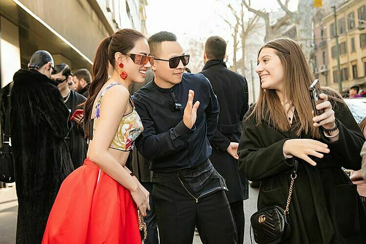 Two Vietnamese celebrities (L) attend Milan Fashion Week on March 23, 2020. Photo by Facebook/Vu Khac Tiep.