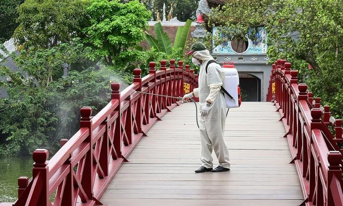Hanoi tourist sites close for disinfection