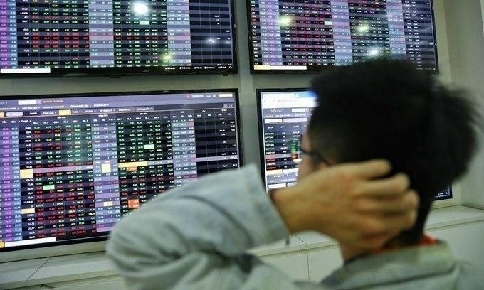 VN-Index continues its nosedive
