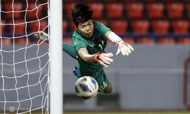 Goalkeeper Kim Thanh had an excellent game. Photo by VnExpress/Lam Thoa.