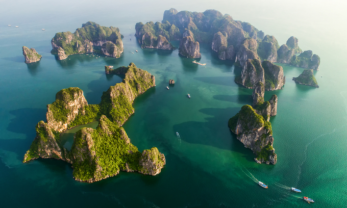 Popular destinations bar tourists in anti-coronavirus drive