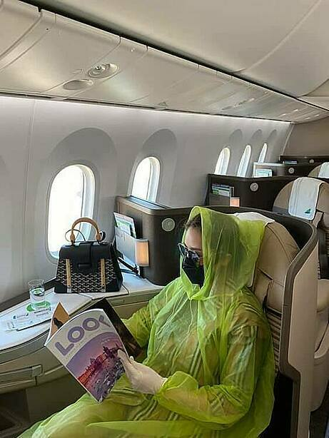 Singer Que Van chose a plastic raincoat, gloves and a mask while travelling by plane. Saying that she used to have respiratory issues in the past, Van tried to do anything she could to protect herself from the novel coronavirus, no matter what people say. Photo by Facebook/Que Van.