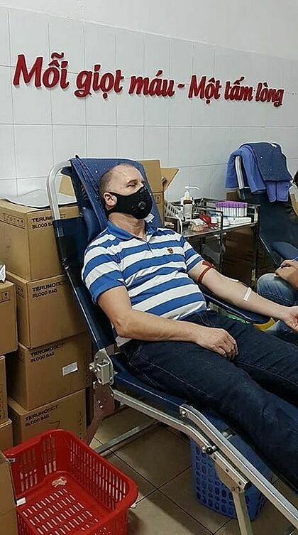 Worrel donates his blood at a collection spot on Luong Ngoc Quyen Street on March 13, 2020. Photo courtesy of Wayne Worrel.
