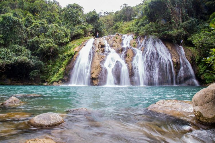 A short 20-minute-walk further downstream leads you to another breathtaking waterfall. Though lower at 10 meters, the second waterfall is wider than the first. From afar, its cascading waters resemble the luscious hair of ethnic The Bru, residing in Vietnam, Thailand, and Laos.