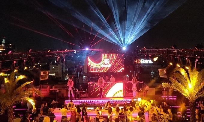 HCMC shuts down bars, karaoke parlors in Covid-19 fight