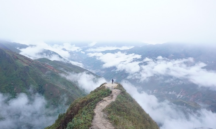 Sea of clouds feeds northern mountainous fervor - 1