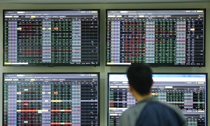 VN-Index losses narrow as blue chips attract investors