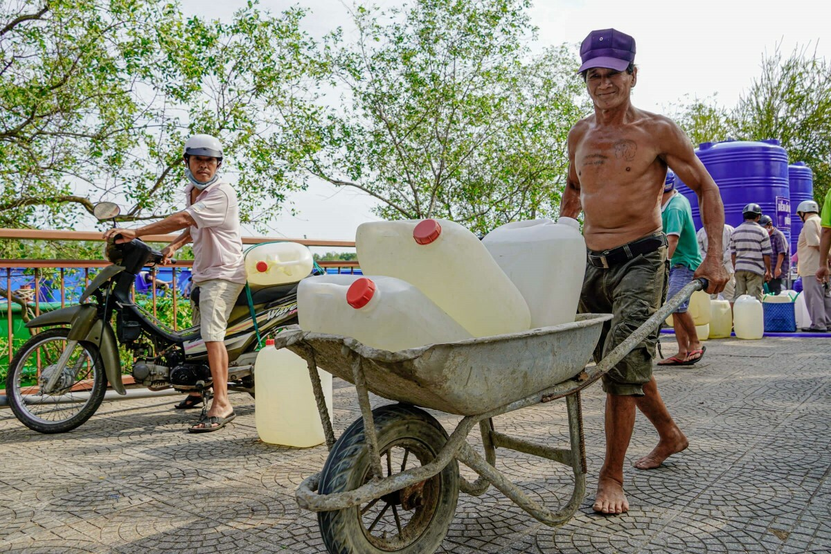 Nguyen Minh Huan, 66, uses a cart to carry water cans.Water is now as precious as gold, so I have to carry them carefully. It would be a sin to waste even a single drop of water that people have brought here from hundreds of kilometers away, he said.