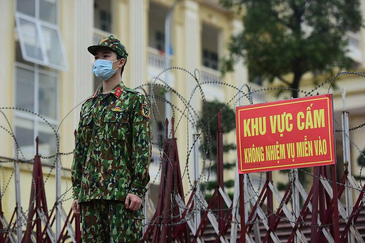 Outside the fenced camp, soldiers work 24/7 to prevent insiders from going out and outsiders from coming in.  Since March 15, Noi Bai International Airport has been receiving about 1,000 passengers. Hanoi might go into a city lockdown and monitor 10,000 people in the next few days.