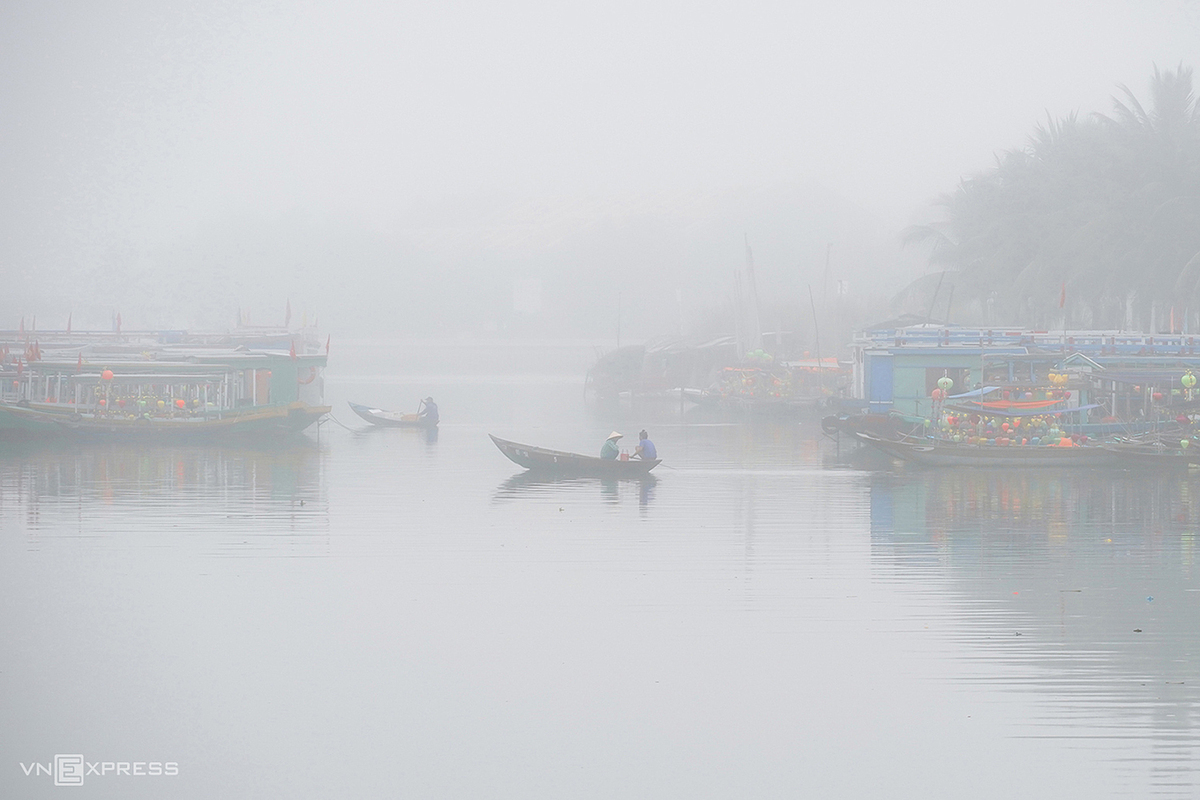 The mist also covers Hoai River, a particular trait of Hoi An.  Because of the Covid-19 epidemic, Hoi An these days doesn't have a lot of travelers. Even so, on misty days many photographers go here to take some shots, Vu said.
