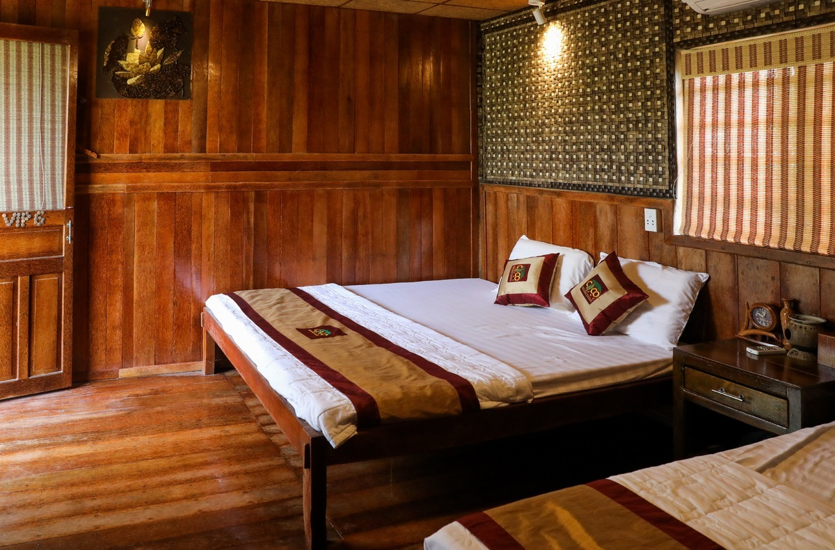 The warm-toned of coconut wood furniture creates an inviting ambience in the bedrooms. A twin room costs on average VND600,000 ($25.82) per night.