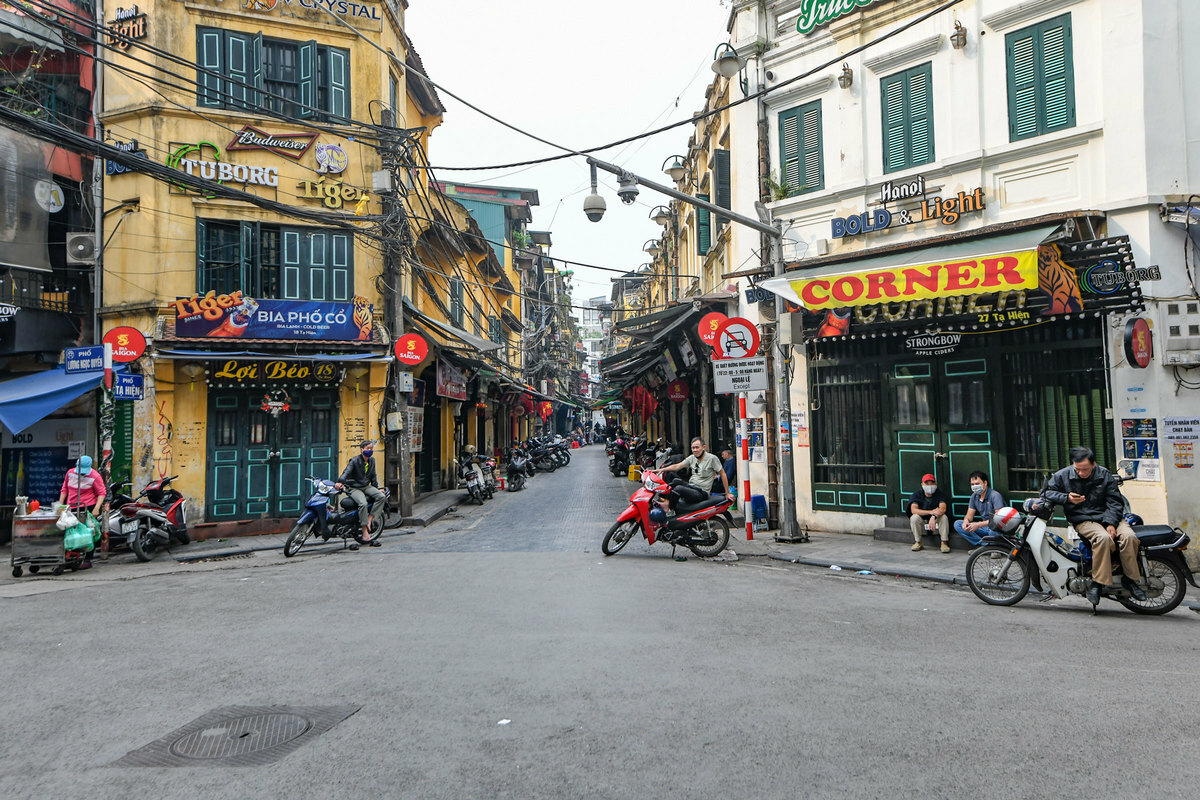 Ta Hien Street used to very crowded every night in Hanoi but ever since Hanoi demanded the bars and shops to close from March 13 to 31, it became clean and empty.