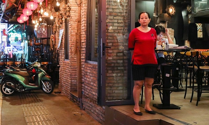 HCMC orders restaurants, barber shops to close