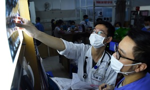 5,000 staffs, patients at Hanoi hospital to take Covid-19 test
