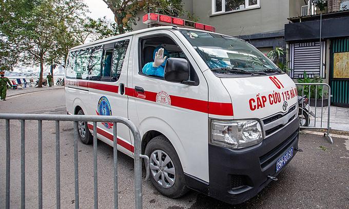 Covid-19 stalks Hanoi streets, chairman warns