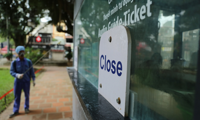 Hanoi orders 'non-essential' businesses to close to lessen Covid-19 risk