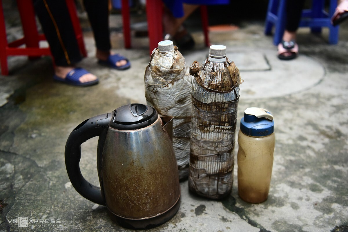 A few items the women use to bring with them to work, either selling tea or collecting scraps are now collecting dust as they cant go to work because of the outbreaks.