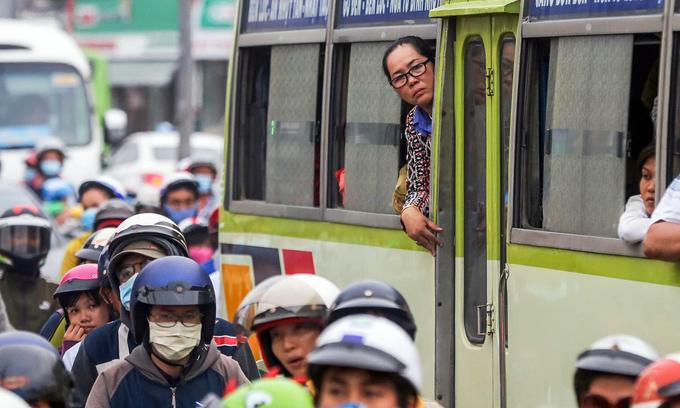 HCMC suspends public bus services until mid-April in Covid-19 fight