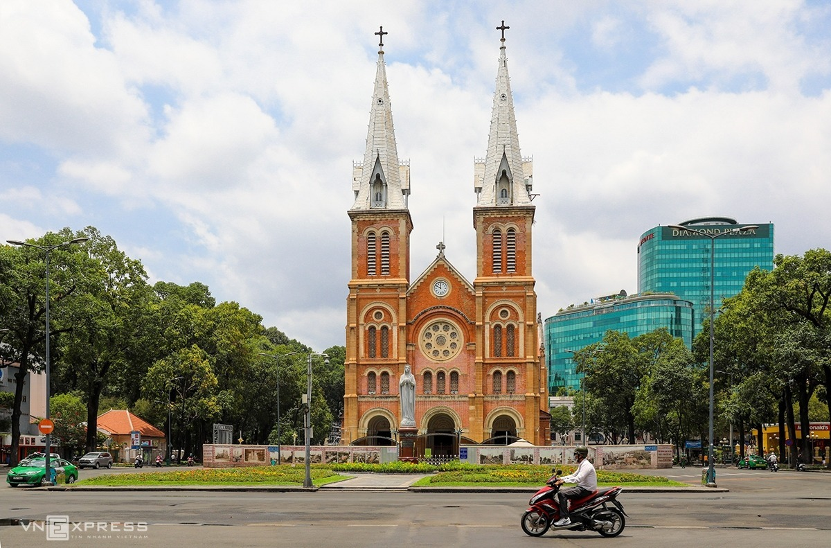 A man drives past the iconic Notre Dame Cathedral in downtown Saigon, which looked forlorn on the afternoon of March 31. Vietnam started a nationwide social distancing campaign from Wednesday, not allowing gatherings of more than two people, asking people not to leave their homes.  The curfew imposition would last 15 days, under a directive issued Tuesday by Prime Minister Nguyen Xuan Phuc.