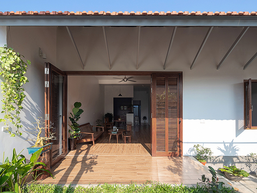 A giant door allows natural light to enter the living room, helping residents to maintain the culture of outside gathering and socializing of people in the north-central of Vietnam.