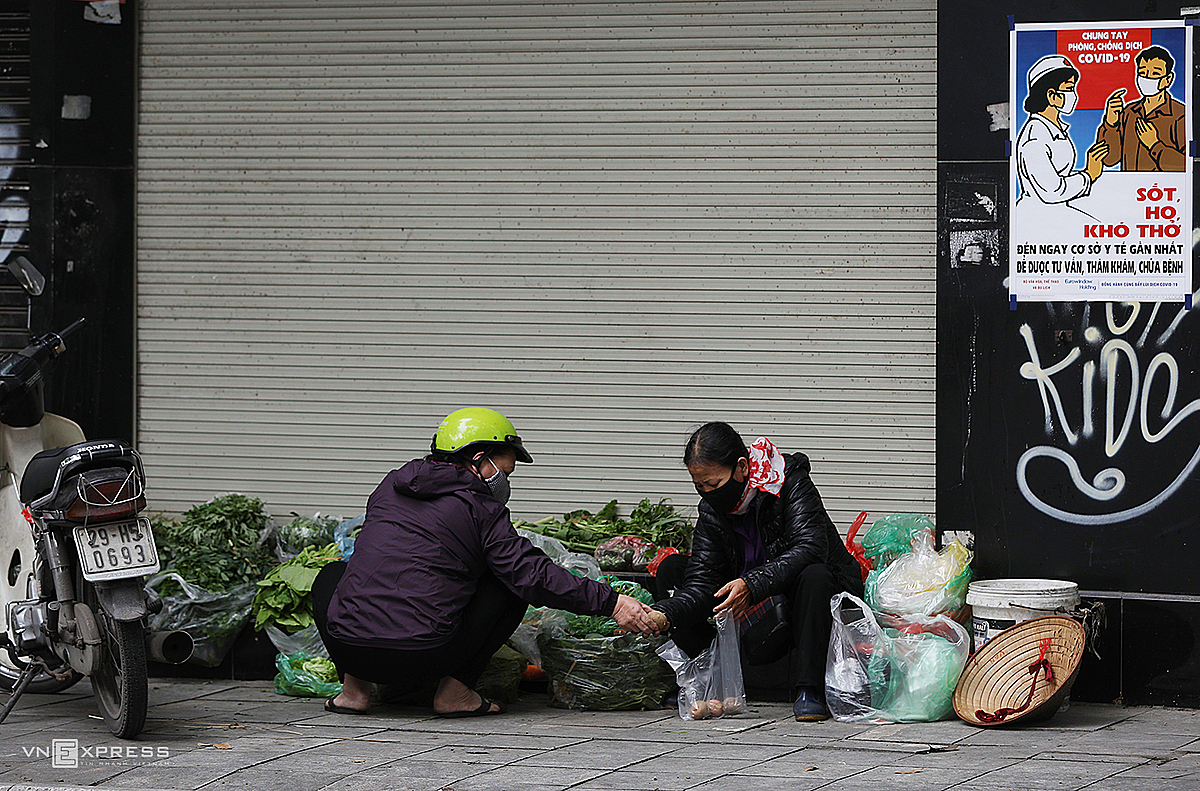 As many stores close, some street vendors use their front spaces to sell.