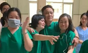Binh Thuan medics moved to tears after patient tests Covid-19 negative