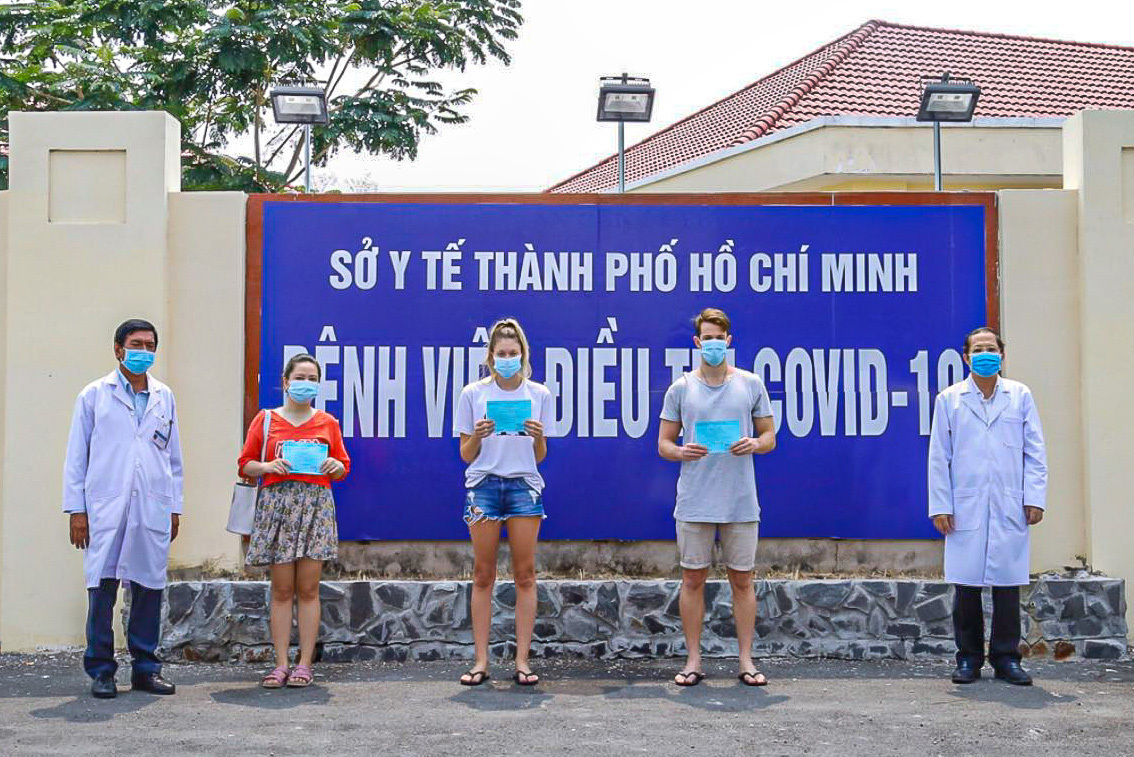 Three patients (C) are discharged from Can Gio Covid-19 Treatment Hospital in HCMC, April 8, 2020. Photo courtesy of the hospital.