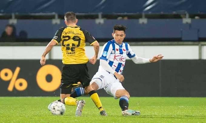 Dutch club fans don't favor extension of Vietnamese defender's contract